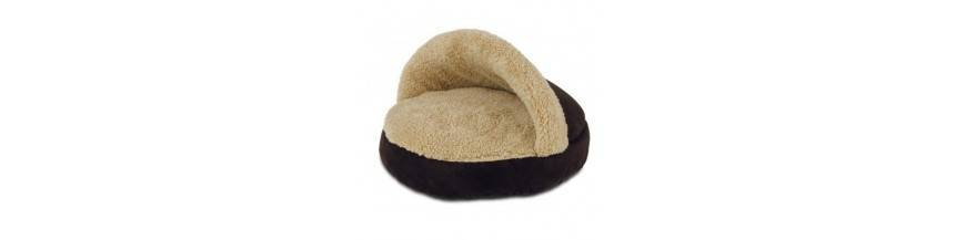 Cozy Snuggle  Gatos